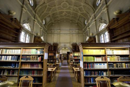 pixta_31177780_M 大学 図書館 ロンドンの写真