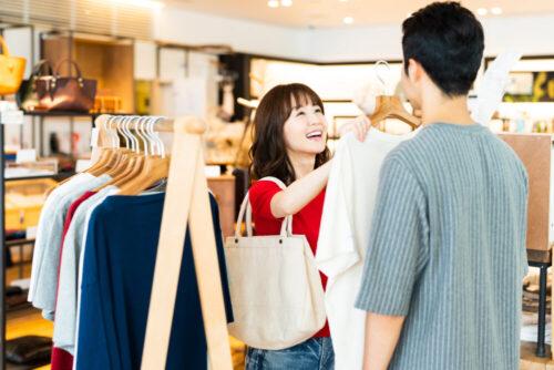pixta_58202261_M 女性 ショッピング 買い物 ショッピングモール 買い物客