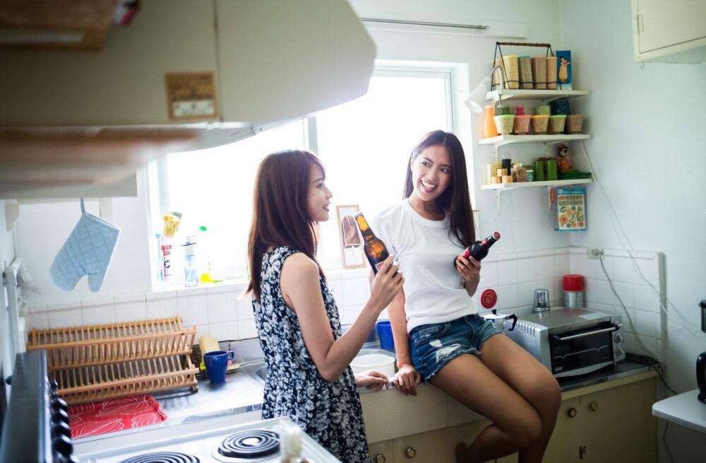 酒を飲む女性 pixta_36933853_M