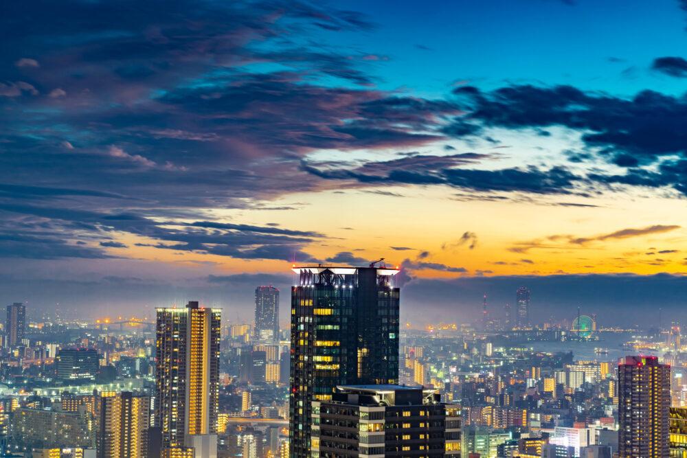 pixta_48310907_M 雨上がりの大阪の夕景 夜景 梅田スカイビル空中庭園より