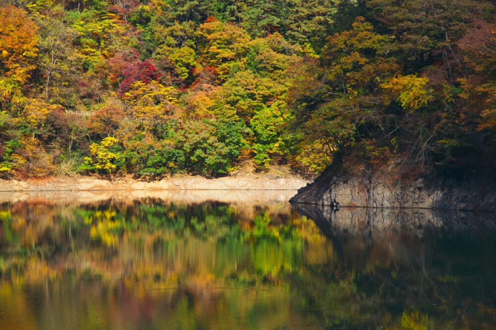 pixta_46465366_M 山のふるさと村からの奥多摩湖