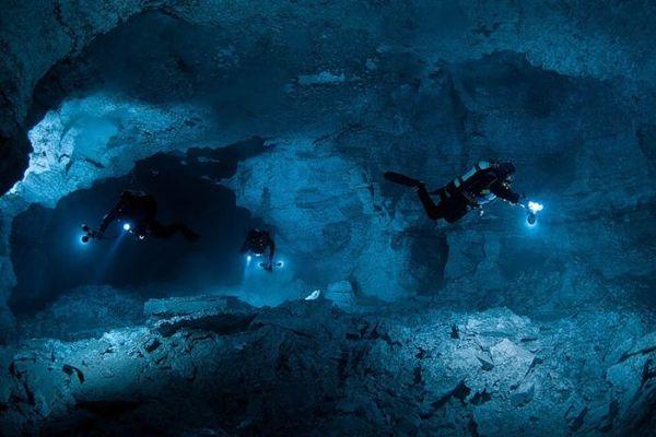 ダイビング 水晶の洞窟