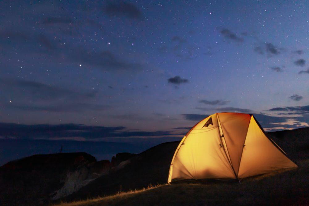 テントと夜景の画像