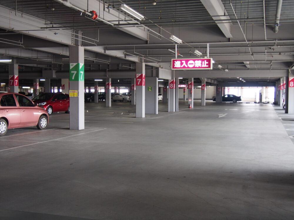 pixta_28649537_M 駐車場 ホームセンター