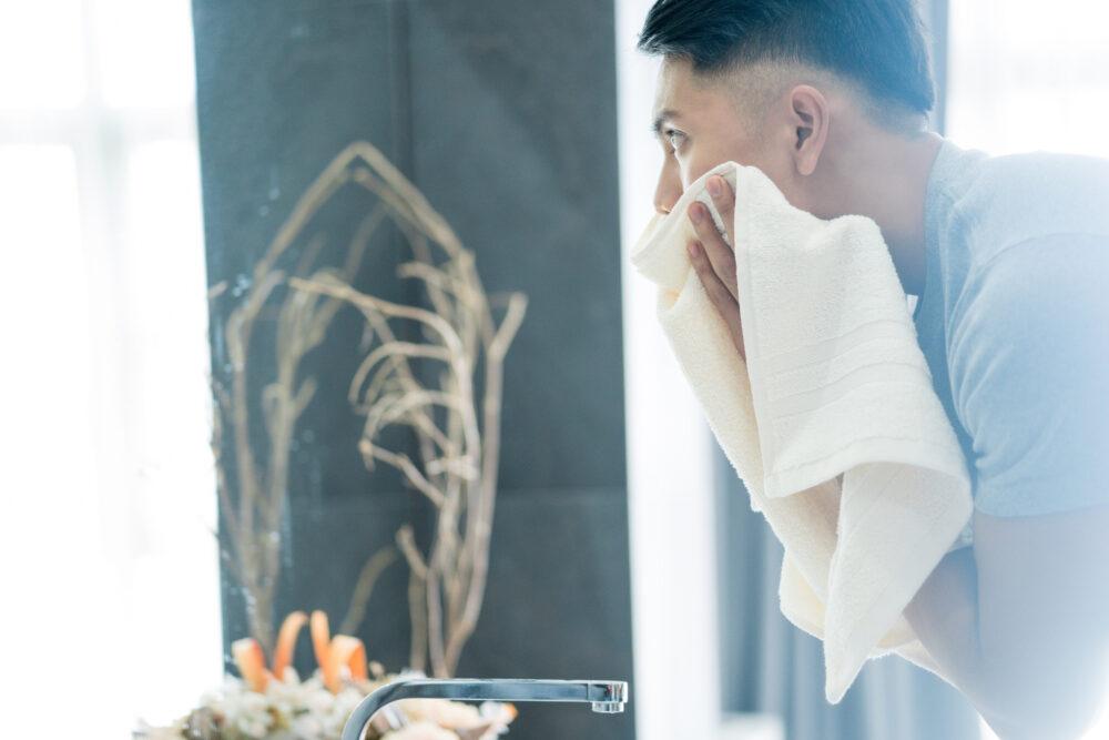 メンズ洗顔 pixta_33324270_M