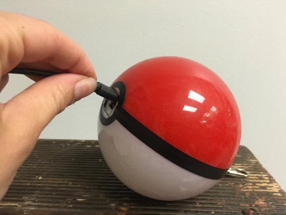 モンスターボール型バッテリーチャージャー5
