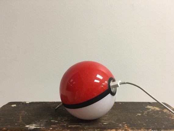 モンスターボール型バッテリーチャージャー3