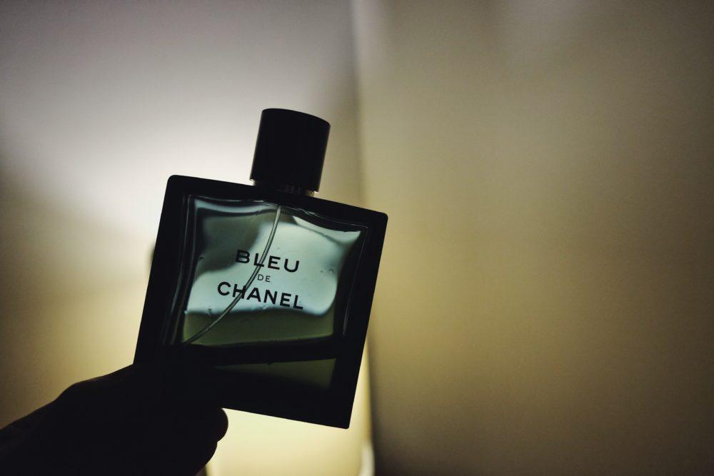 香水のボトルの画像