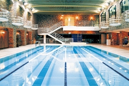 【夜遅くに泳ぎたい】東京都内の深夜営業しているプールまとめ